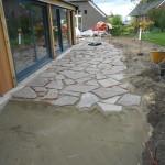Laag van 10 cm beton met daar onder ophoogzand tegen het opvriezen