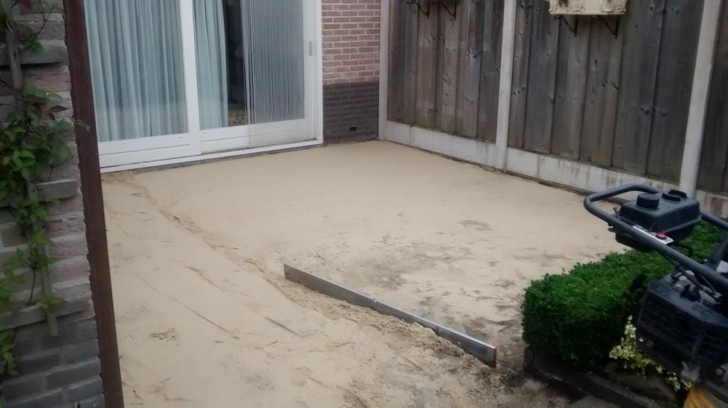 Afvlakken van de nieuwe zandbaan